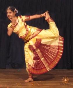 Vashvi-professeur-de-danse-Bollywood-de-Bolly-Deewani
